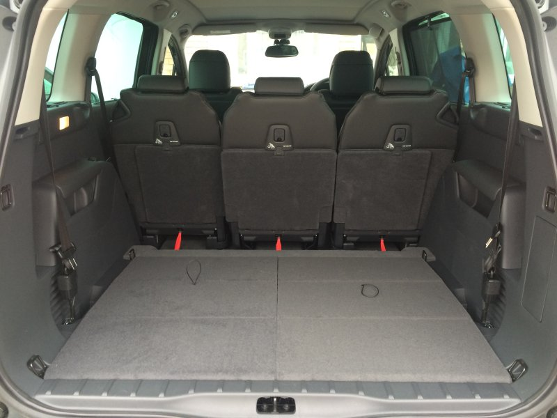 Peugeot 5008 boot space with row 3 seats folded down
