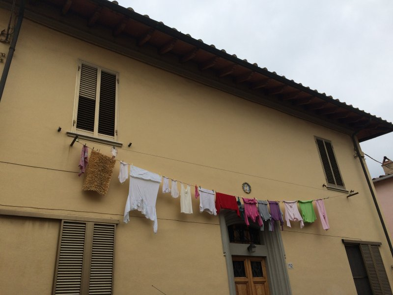 house in pisa with washing on the line