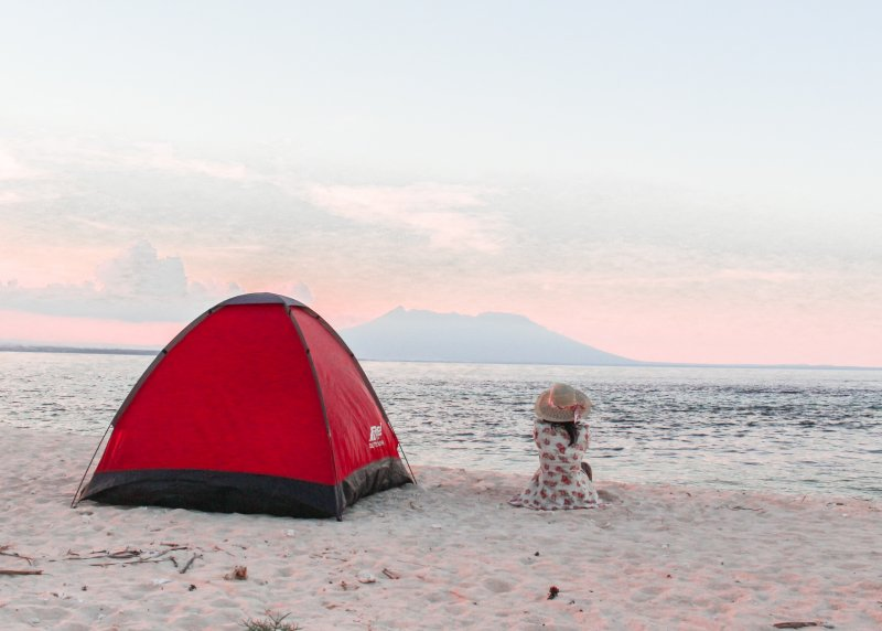 tent and lady on the beach