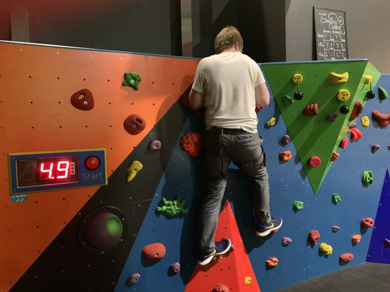 Traverse wall at Mad Monkey Monpellier